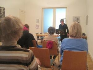 Claudia Sperlich während ihrer Lesung. Foto: JoBo, 4-2014.