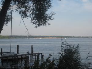 Havelblick vom Kladower Ufer. Im Hintergrund: das Strandbad Wannsee. Foto: JoBo, 8-2015.