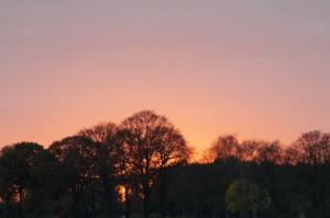 Licht am niederrheinischen Abendhimmel. Abendrot - Schönwetterbot' (Bauernweisheit). Foto: JoBo, 11-2015.