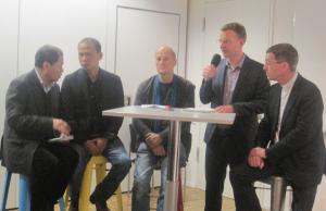Das Podium mit dem seit 2013 in Deutschland lebenden vietnamesischen Blogger Bui Thanh Hieu (2. von links) und Prälat Dr. Klaus Krämer, Präsident von Missio. Foto: JoBo, 1-2016.