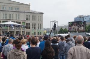 Heiner Koch predigt im Rahmen der Heiligen Messe zum Hochfest Fronleichnahm. 15.000 Gottesdienstbesucher auf dem Leipziger Augustusplatz hören zu.